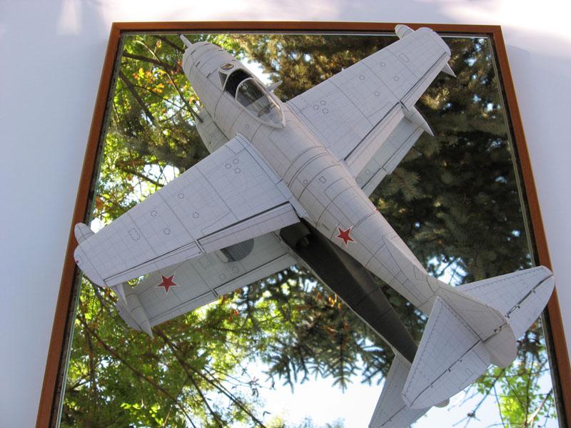 Модель из бумаги МиГ-9