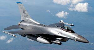 ВВС США модернизируют свои истребители F-16 Fighting Falcon. Обои F-16 на рабочий стол.