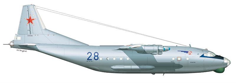 """Ан-12БК """"борт 28"""" (зав.№ 8346704) 257-го ОСАП 1-й ВА, аэродром Хабаровск-Большой, лето 1997 г. (По материалам Ю. Каберника)"""