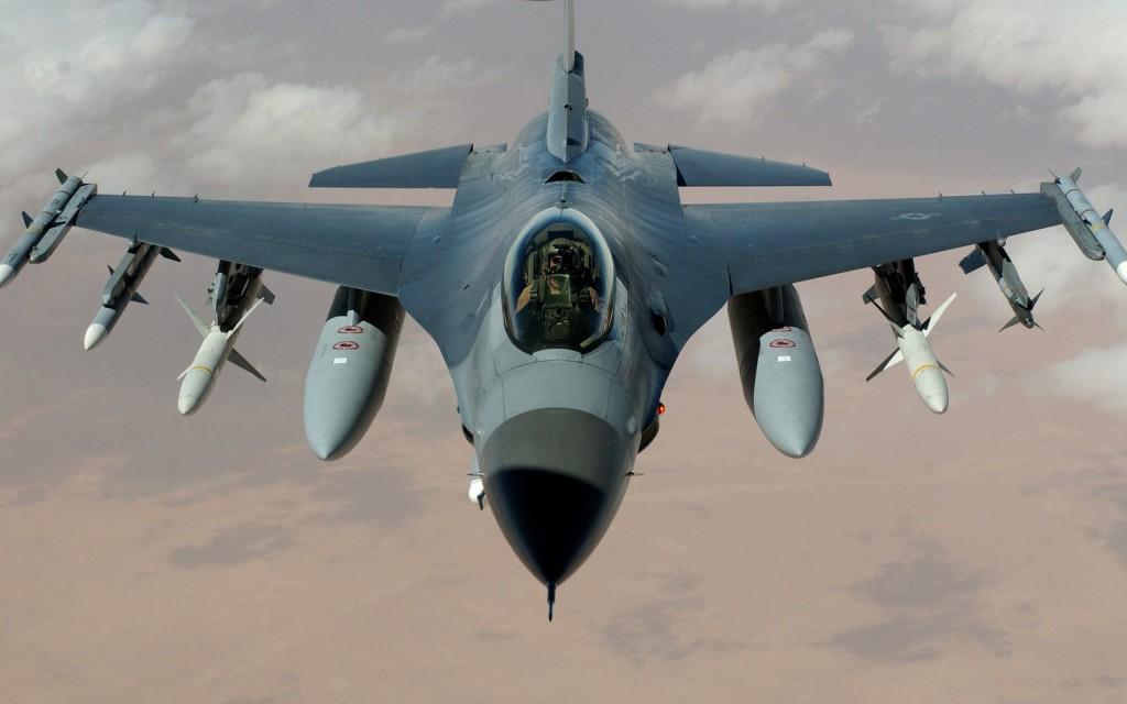 Обои истребителя F-16 Fighting Falcon разрешение изображения 2560х1600