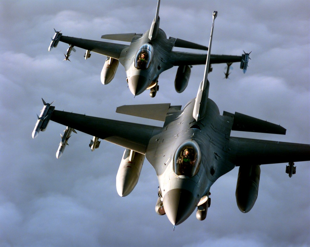 Истребитель F-16 Fighting Falcon разрешение обоев 3000 х 2394 px