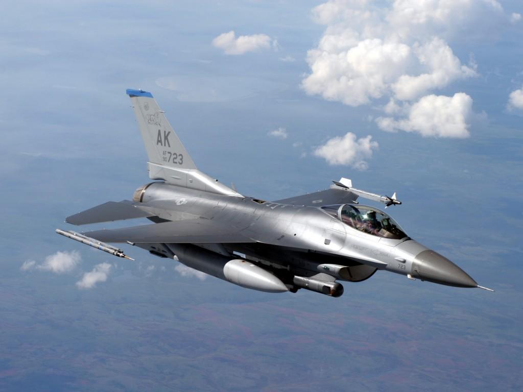 Истребитель F-16 Fighting Falcon разрешение обоев 1600 х 1200 px