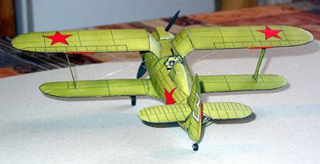 Модель самолёта И-153 из бумаги. Вид сзади.