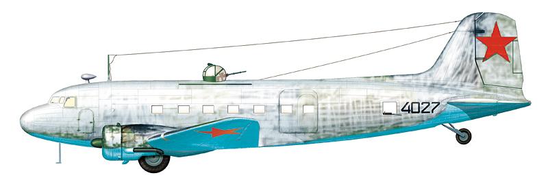 """Ли-2 """"борт 4027"""" (зав. № 1844027) в зимней маскировочной окраске, нанесенной поверх стандартного зелено-черного камуфляжа."""