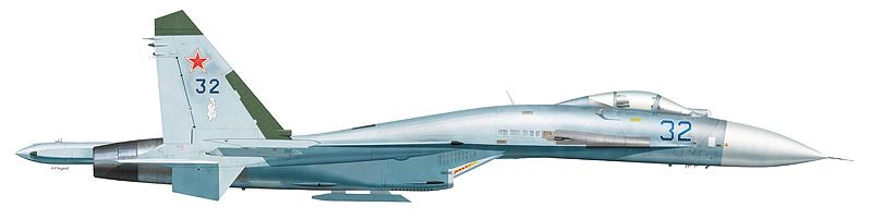 """Су-27 """"борт 32"""" 470-го гвардейского Виленского ордена Кутузова ИАП 10-й ОА ПВО, аэродром Африканда."""